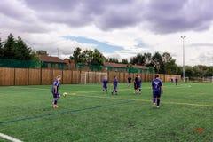 Ομάδα κοριτσιών που εκπαιδεύει ath το FC που ενώνεται του Μάντσεστερ Στοκ Εικόνες