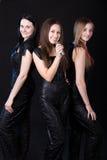 Ομάδα μουσικής κοριτσιών με το μικρόφωνο στοκ φωτογραφία με δικαίωμα ελεύθερης χρήσης