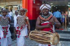 Ομάδα μουσικών στα εθνικά ενδύματα Sri Lankan Στοκ φωτογραφίες με δικαίωμα ελεύθερης χρήσης