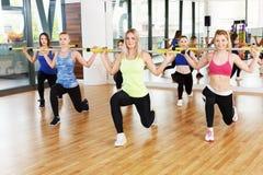 Ομάδα νέων γυναικών στην κατηγορία ικανότητας Στοκ Εικόνα