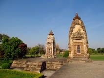 Ομάδα ναών Khajuraho μνημείων στην Ινδία με τα ερωτικά γλυπτά στον τοίχο Στοκ Φωτογραφία