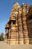 Ομάδα ναών Khajuraho μνημείων στην Ινδία με τα ερωτικά γλυπτά στον τοίχο Στοκ Φωτογραφίες