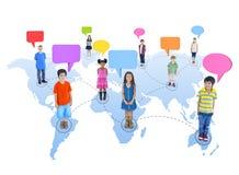 Ομάδα παγκόσμιων παιδιών που συνδέεται Στοκ εικόνα με δικαίωμα ελεύθερης χρήσης