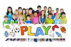 Ομάδα παιδιών με την έννοια παιχνιδιού Στοκ εικόνα με δικαίωμα ελεύθερης χρήσης