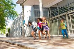 Ομάδα παιδιών που οργανώνονται από το σχολείο Στοκ Εικόνα