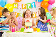 Ομάδα παιδιών στα γενέθλια Στοκ Φωτογραφίες