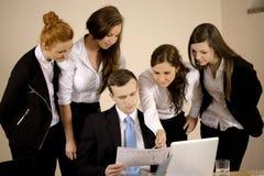 Ομάδα που εργάζεται από κοινού στοκ εικόνες