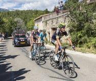 Ομάδα ποδηλατών σε Mont Ventoux - γύρος de Γαλλία 2016 Στοκ εικόνα με δικαίωμα ελεύθερης χρήσης