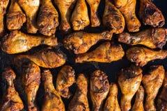 Ομάδα ποδιών κοτόπουλου που ψήνονται στη σχάρα Στοκ Εικόνες