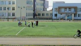 Ομάδα ποδοσφαίρου παιδιών ` s στον τομέα απόθεμα βίντεο