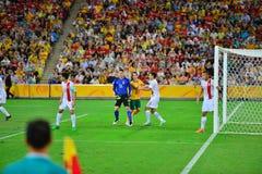 Ομάδα ποδοσφαίρου της Κίνας που υπερασπίζει το στόχο τους στοκ εικόνες