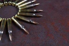 Ομάδα πυρομαχικών που τοποθετείται γεωμετρικά Κύκλος πυρομαχικών Στοκ φωτογραφία με δικαίωμα ελεύθερης χρήσης