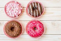 Ομάδα σπιτικών εύγευστων donuts Στοκ εικόνες με δικαίωμα ελεύθερης χρήσης