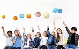 Ομάδα συμβόλου γαλαξιών χαρτί-τεχνών εκμετάλλευσης παιδιών στο άσπρο υπόβαθρο Στοκ Εικόνες