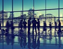 Ομάδα συνομιλίας αλληλεπίδρασης επιχειρηματιών που εργάζεται από κοινού Στοκ Φωτογραφία