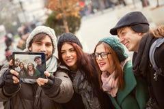 Ομάδα τουριστών που παίρνουν Selfie Στοκ εικόνες με δικαίωμα ελεύθερης χρήσης