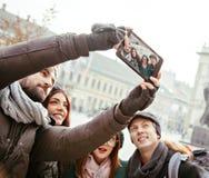 Ομάδα τουριστών που παίρνουν Selfie Στοκ φωτογραφία με δικαίωμα ελεύθερης χρήσης