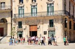 Ομάδα τουριστών στην Αβάνα, Κούβα Στοκ εικόνες με δικαίωμα ελεύθερης χρήσης