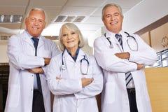 Ομάδα των γιατρών στο νοσοκομείο Στοκ εικόνες με δικαίωμα ελεύθερης χρήσης