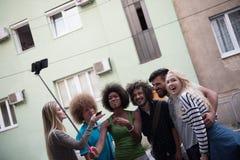 Ομάδα φίλων που παίρνουν την εικόνα τους Στοκ φωτογραφίες με δικαίωμα ελεύθερης χρήσης