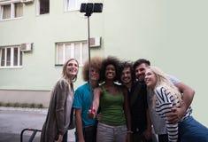 Ομάδα φίλων που παίρνουν την εικόνα τους Στοκ Εικόνα