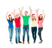 Ομάδα χαμογελώντας φίλων στα καπέλα Χριστουγέννων Στοκ Φωτογραφίες