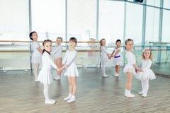 Ομάδα χορευτών λίγου μπαλέτου Στοκ εικόνα με δικαίωμα ελεύθερης χρήσης