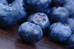 Ομάδα bluberries στον πίνακα Στοκ Εικόνες