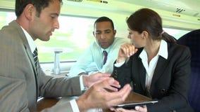 Ομάδα Businesspeople που διοργανώνει τη συνεδρίαση για το τραίνο απόθεμα βίντεο