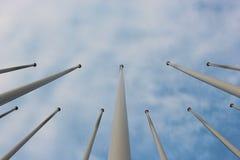 Ομάδα flagstaff και ουρανού υποβάθρου Στοκ εικόνα με δικαίωμα ελεύθερης χρήσης