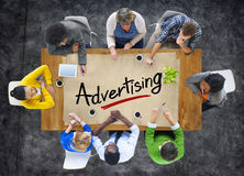 Ομάδα Multiethnic με την έννοια διαφήμισης στοκ φωτογραφία με δικαίωμα ελεύθερης χρήσης