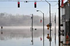 Ομίχλη πέρα από τα νερά πλημμύρας ποταμών του Οχάιου στην αυγή, Ιντιάνα στοκ εικόνες με δικαίωμα ελεύθερης χρήσης
