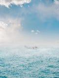 ομίχλη πέρα από τη θάλασσα Στοκ Εικόνα
