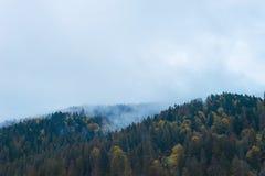 Ομίχλη στα βουνά Στοκ εικόνα με δικαίωμα ελεύθερης χρήσης
