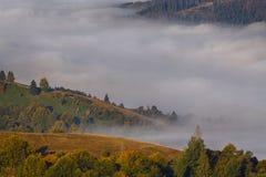 Ομίχλη στην κοιλάδα στα βουνά Στοκ φωτογραφία με δικαίωμα ελεύθερης χρήσης