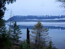 Ομίχλη στη λίμνη Στοκ Εικόνα
