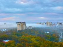 Ομίχλη στο πάρκο νίκης, Οδησσός, Ουκρανία στοκ εικόνες
