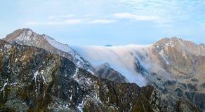 Ομίχλη βουνών στοκ εικόνα με δικαίωμα ελεύθερης χρήσης