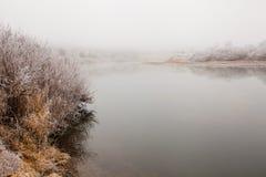 Ομίχλη και παγετός στον ποταμό Στοκ εικόνα με δικαίωμα ελεύθερης χρήσης