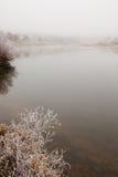 Ομίχλη και παγετός στον ποταμό Στοκ Φωτογραφία
