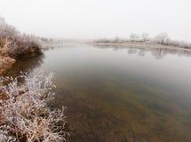 Ομίχλη και παγετός στον ποταμό Στοκ Εικόνες