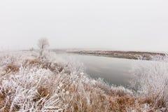 Ομίχλη και παγετός στον ποταμό Στοκ φωτογραφία με δικαίωμα ελεύθερης χρήσης