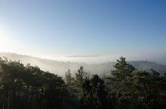 Ομίχλη πέρα από την κοιλάδα Στοκ φωτογραφία με δικαίωμα ελεύθερης χρήσης