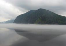 ομίχλη πέρα από τον ποταμό Στοκ Εικόνα