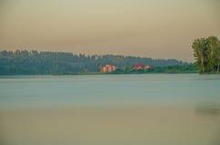 Ομίχλη πέρα από το νερό Στοκ Εικόνες