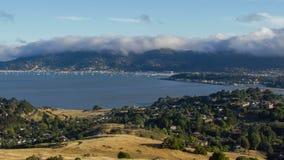 Ομίχλη πέρα από Sausalito σε Καλιφόρνια απόθεμα βίντεο