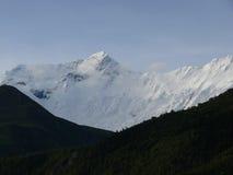 Ομίχλη πρωινού πριν από το χιονώδες Annapurna IV Ιμαλάια Στοκ Φωτογραφία