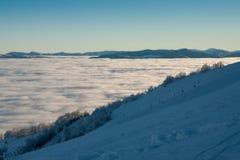 Ομίχλη πρωινού στα βουνά Στοκ Εικόνες