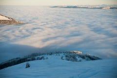 Ομίχλη πρωινού στα βουνά Στοκ φωτογραφία με δικαίωμα ελεύθερης χρήσης