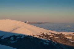 Ομίχλη πρωινού στα βουνά Στοκ Φωτογραφίες